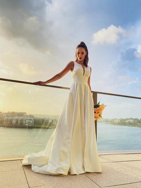 A-Line/Principessa Raso Increspature Tondo Senza maniche Sweep/Spazzola treno Abiti da sposa