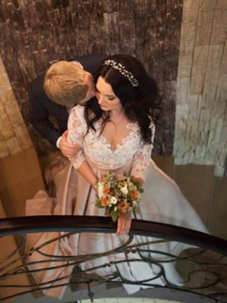 Palloncino Scollatura a V Maniche lunghe Pizzo Coda a strascico corto Raso Abiti da Sposa