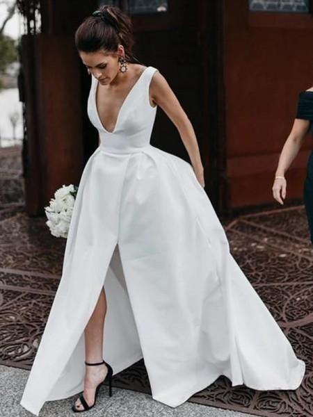 A-Line/Principessa Senza maniche Raso Increspature Scollatura a V A terra Abiti da sposa